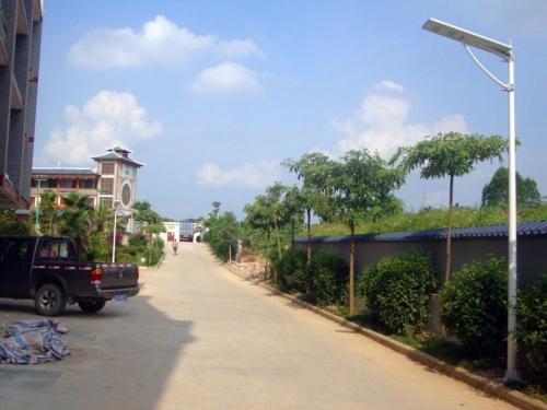 Kenya all in one aluminum SMD3030 solar street light project in pathway