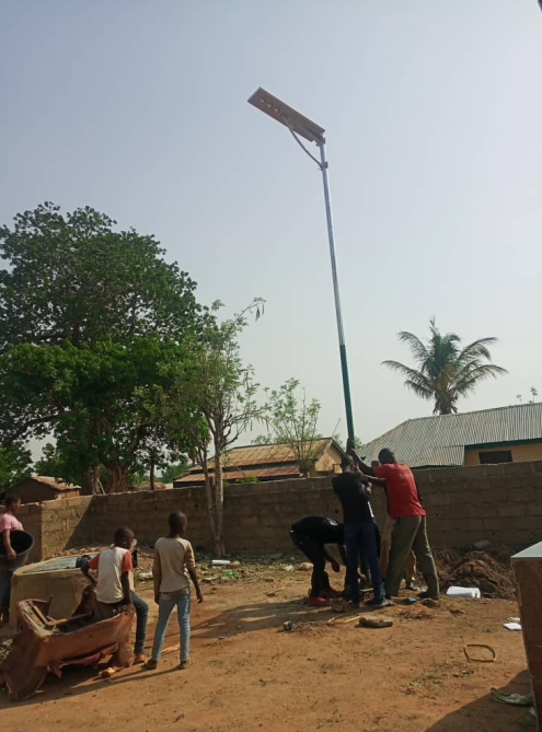 Nigeria all in one aluminum solar street light project in ground